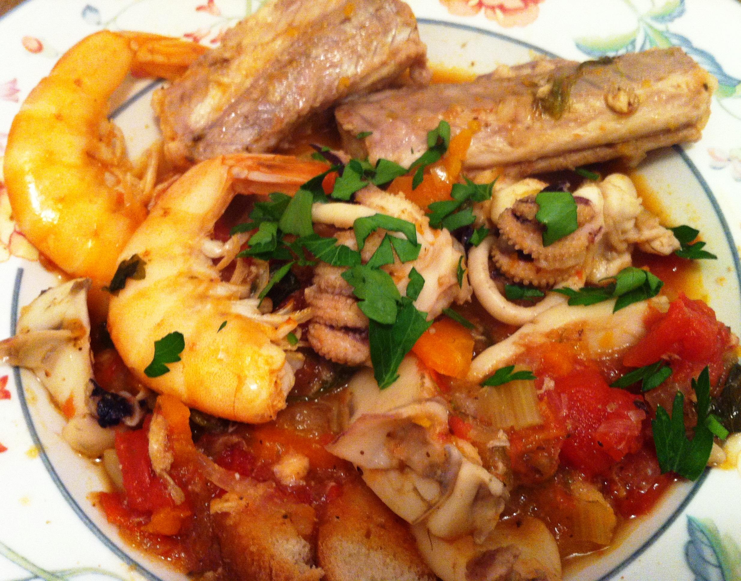 Ragout de poisson cacciucco envie de cuisiner - Cuisiner la seiche fraiche ...