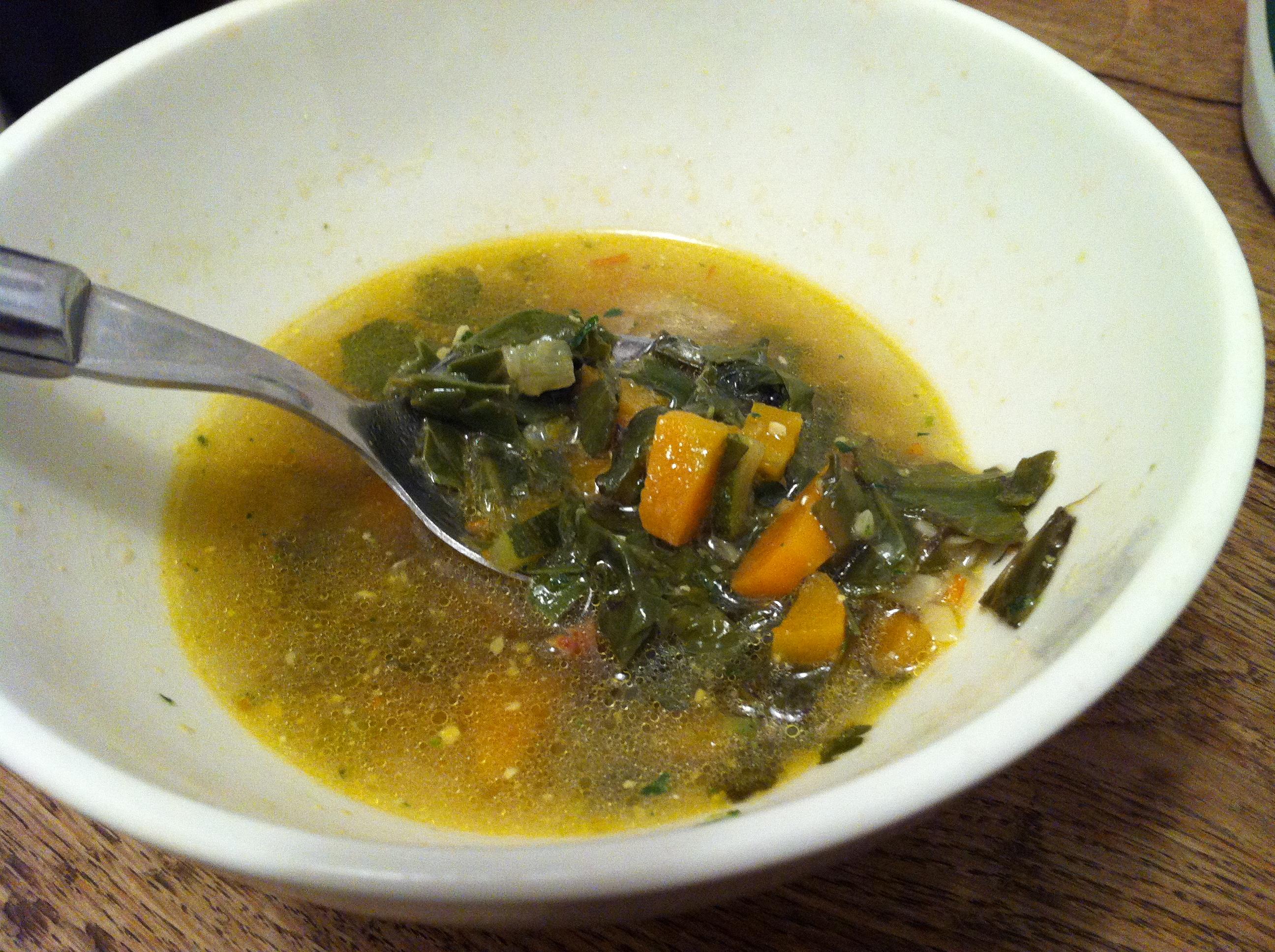 soupe au céleri et fanes de betterave rouge – envie de cuisiner