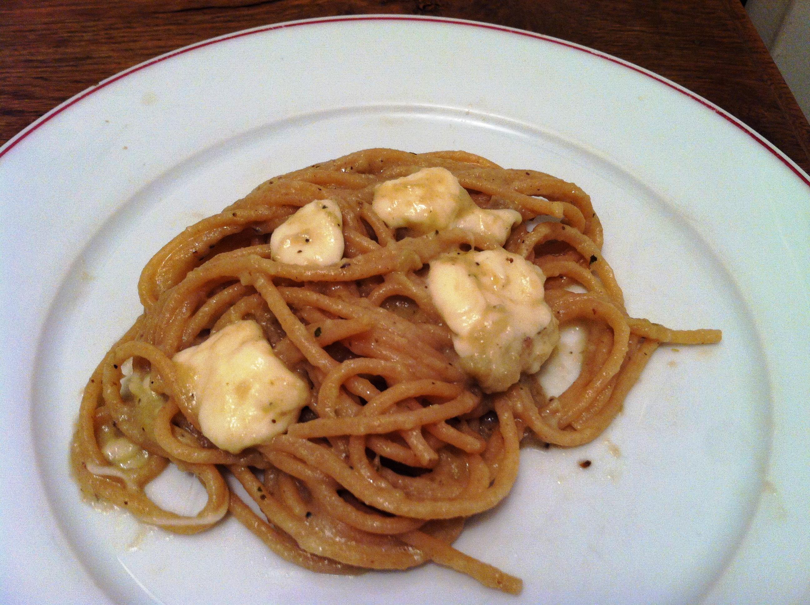 Spaghettis au caviar d aubergine poivre noir et - Cuisiner la mozzarella ...