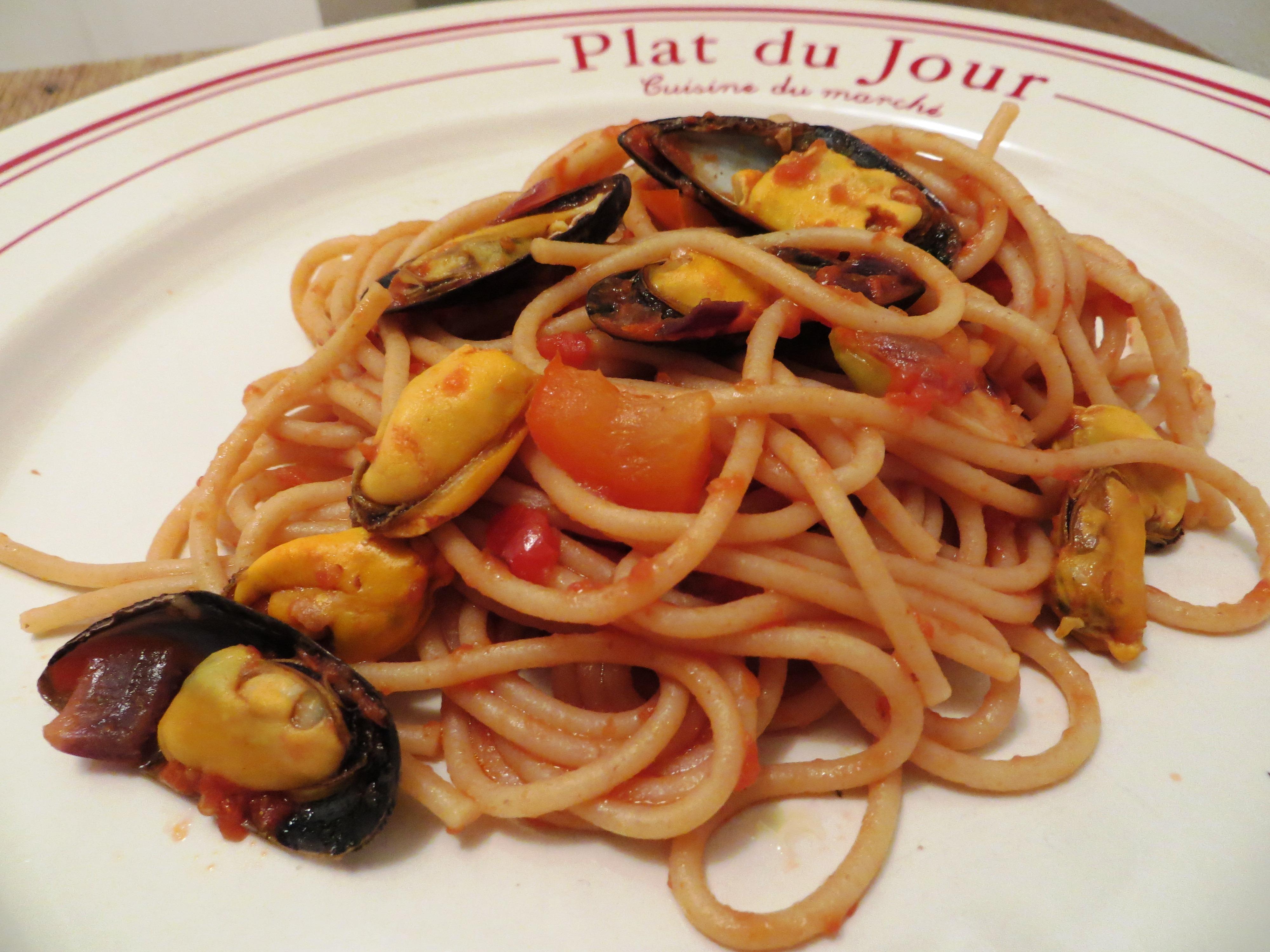 spaghettis aux moules – sauce tomate – envie de cuisiner